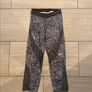 Nike sz Small printed crop length leggings